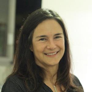 Julie Vetter HubSpot Paris User Group